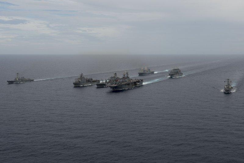 包括迪凱特號飛彈驅逐艦在內的美國海軍近日在南海舉行演習。(美國海軍官網)