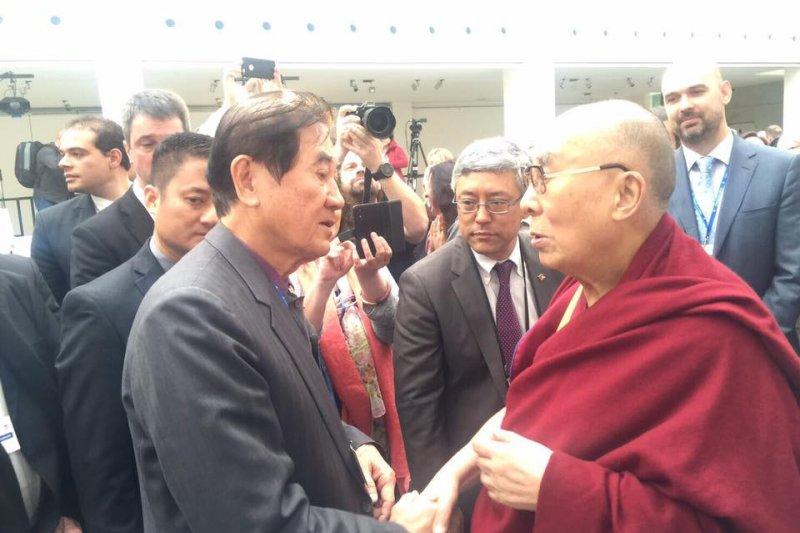 陳唐山日前擔任蔡英文特使前往捷克出席論壇,與達賴喇嘛會晤。(資料照,取自王定宇臉書)
