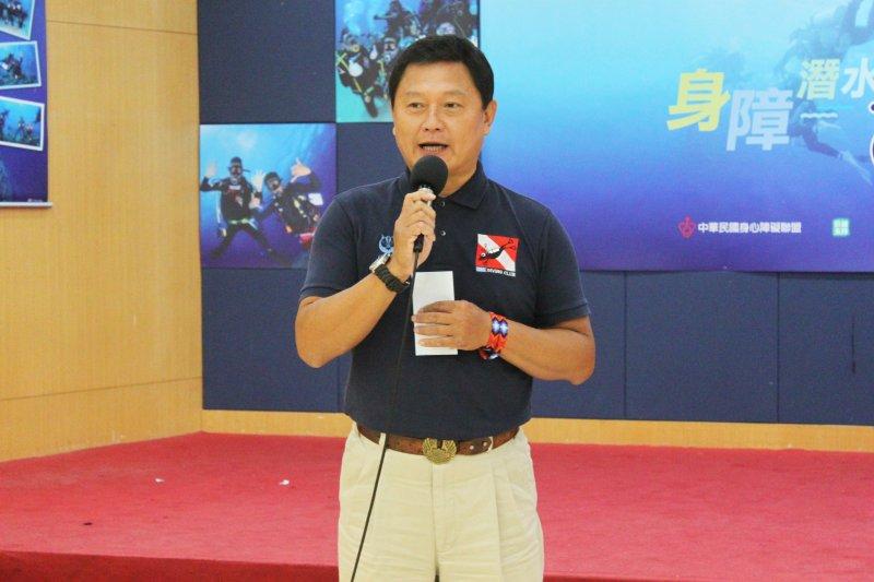 總教練陳克誠表示,在培訓過程中與身障者「溝通」為最基本也最具挑戰的一環。(黃麒珈攝)