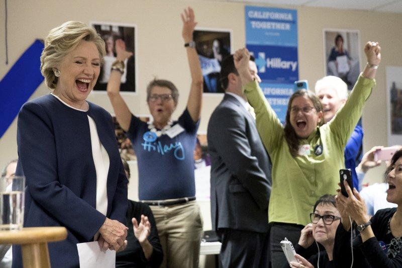 美國民主黨總統候選人希拉蕊.柯林頓,到加州舊金山慰勞助選人員(AP)
