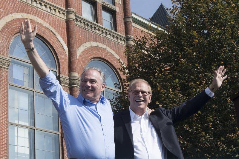 民主黨副總統候選人凱因為俄亥俄州參議員站台。(美聯社)