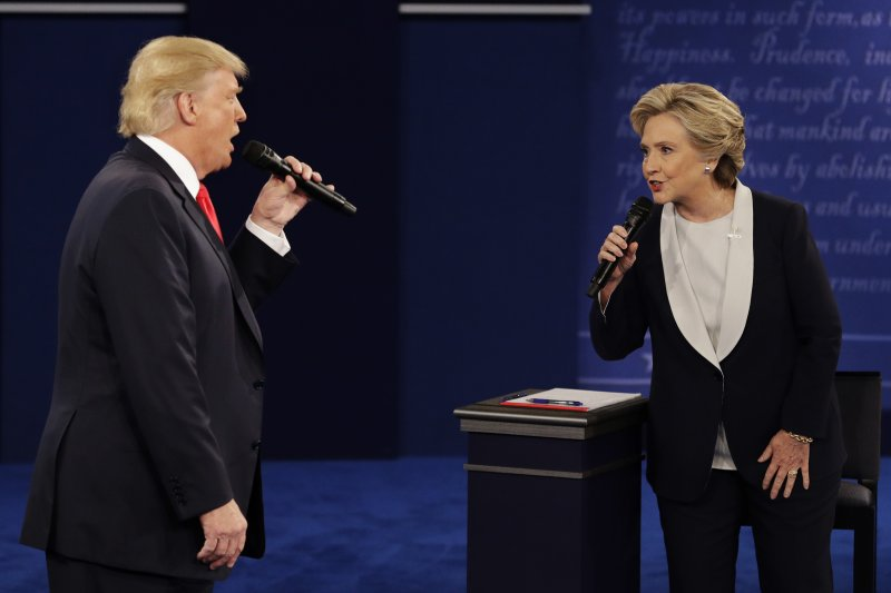 美國民主黨總統候選人希拉蕊與共和黨候選人川普的對決,也將衝擊兩黨在國會的勢力(AP)