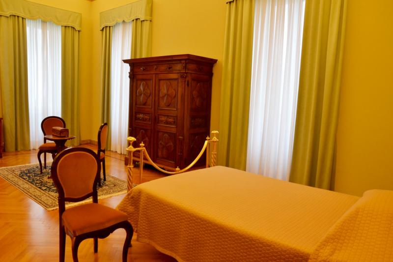 教宗夏宮內的教宗寢室。(曾廣儀攝)