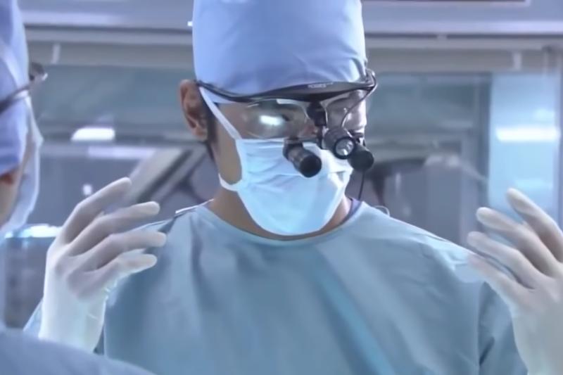 闌尾切除術的發展顯示外科醫師愈來愈有信心顛覆許久以前由內科醫師建立的傳統處置方法。(示意圖/翻攝自YouTube)