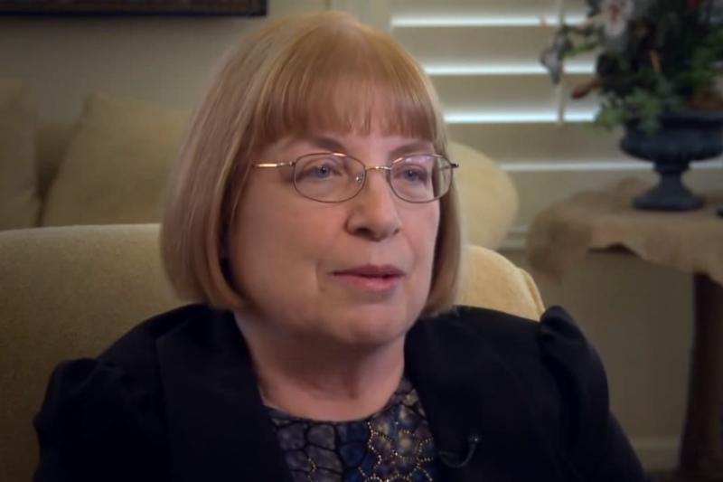 瑪莉‧紐波特,專業小兒科醫師,自丈夫罹患早發性阿茲海默症後,便積極探尋能幫助阿茲海默症患者恢復正常生活的方法。(翻攝自YouTube)