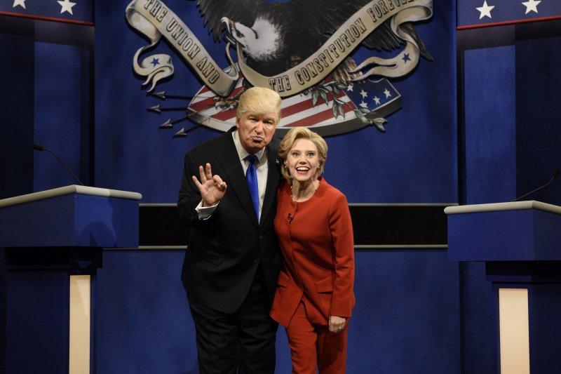 第42季「周六夜現場」的希拉蕊和川普辯論模仿秀獲得高收視率。(美聯社)