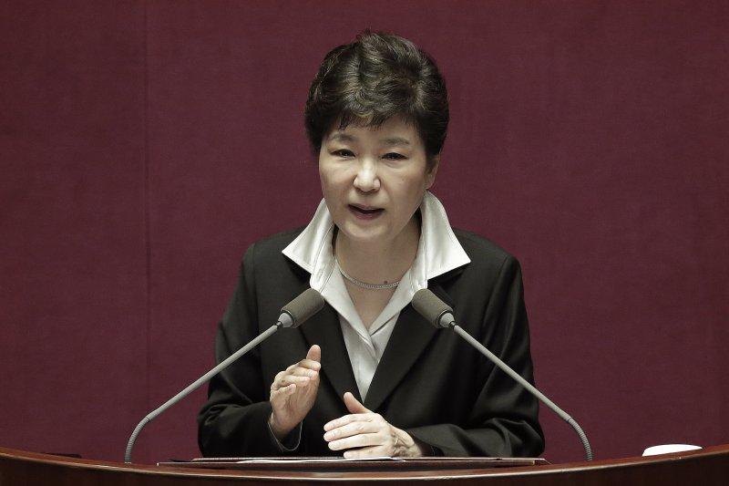 南韓總統朴槿惠24日在國會發表演講,提出修憲計劃(AP)