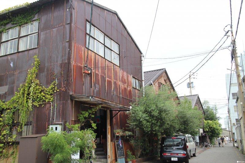 高松港附近的北濱Alley,是昭和初期做為集散海運貨物的倉庫區。(圖/matcha提供)
