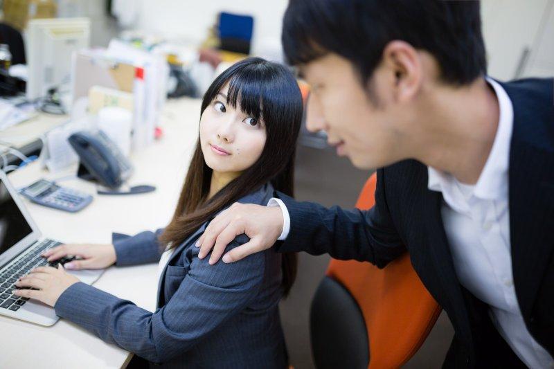 想當一個好主管,學會讚美很重要。(圖/すしぱく@PAKUTASO)