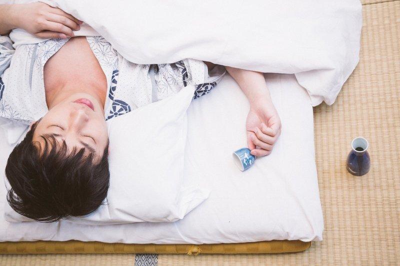 當男性在睡覺、清晨時,陰莖會自動勃起,這是身體在保養、操兵演練,需要正式上場時,便能有所表現。(圖/すしぱく@pakutaso)