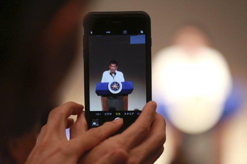 菲律賓總統杜特蒂訪日,並在東京舉行的菲律賓經濟論壇上發表演說。(美聯社)