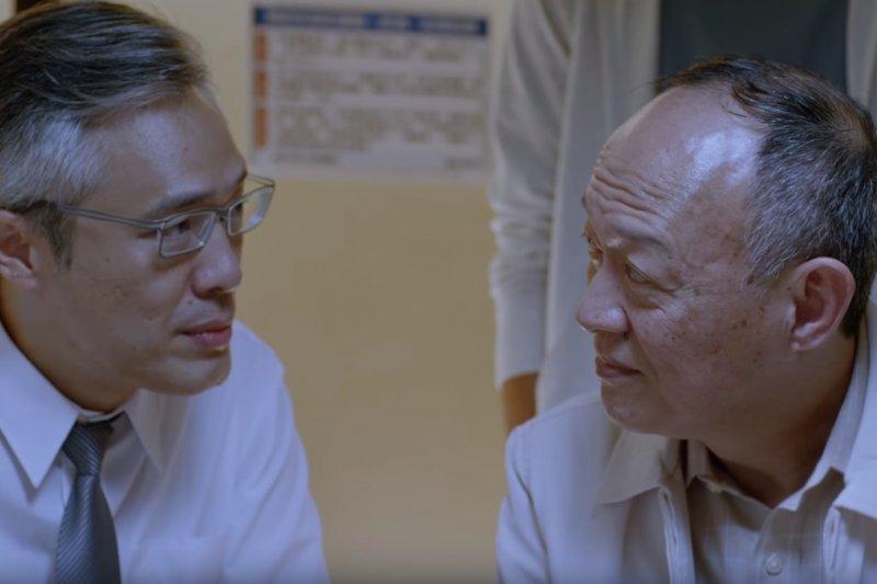 飾演兒子的樊光耀帶父親看病多年,一片孝心最終也獲得父親溫馨回應。(圖/擷取自TOYOTA TW@youtube)