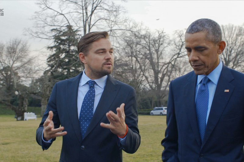 李奧納多與美國前總統歐巴馬。(圖/國家地理頻道《洪水來臨前》提供)