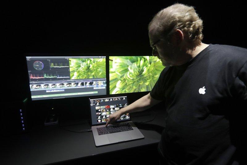 蘋果27日正式推出新款MacBook Pro筆電(AP)