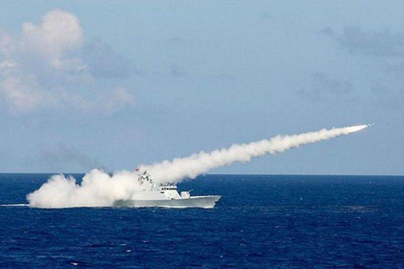 「近海多任務艦」(LMS)是高速巡邏艦,可配備直升機飛行甲板和攜帶飛彈,主要用於海上安全、海上巡邏和偵查,也可進行災難搜救任務。(BBC中文網資料圖片)