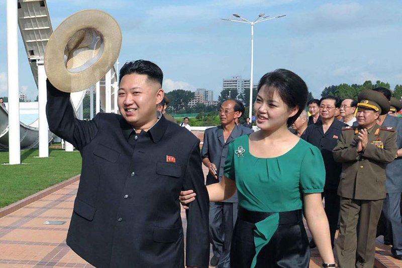 北韓最高領導人金正恩與夫人李雪主(取自網路)