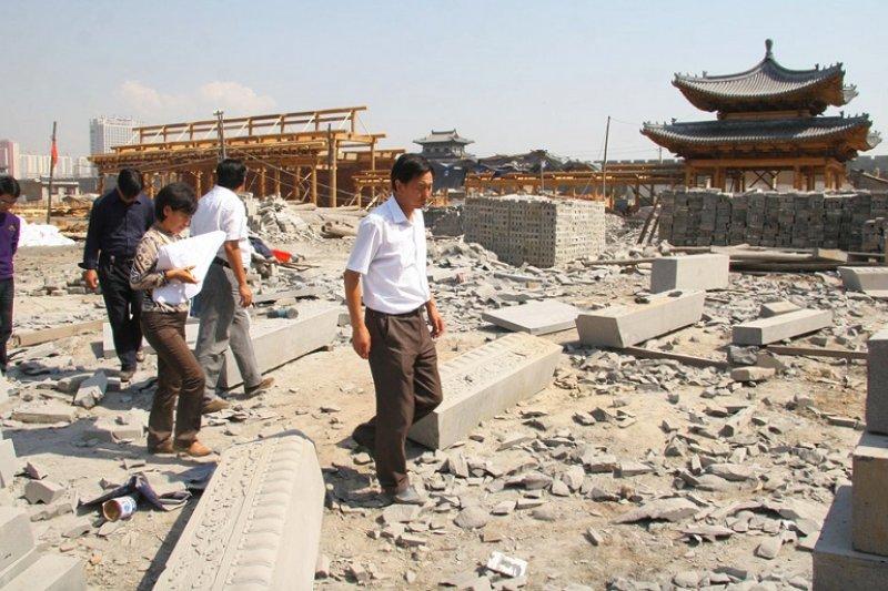 中國層出不窮的地方徵收土地案件,已經成為地方治理危機。(圖為《大同》片截圖)。