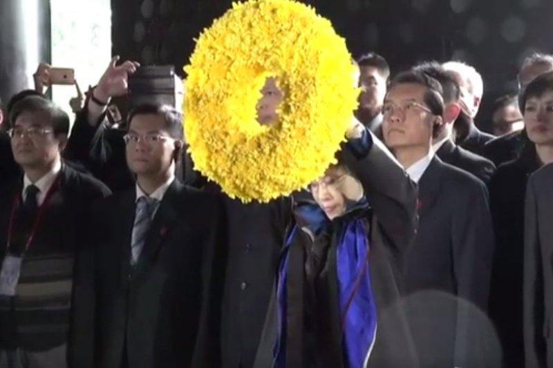 2016-10-31-洪秀柱訪中國-於南京中山陵謁陵04-取自洪秀柱臉書