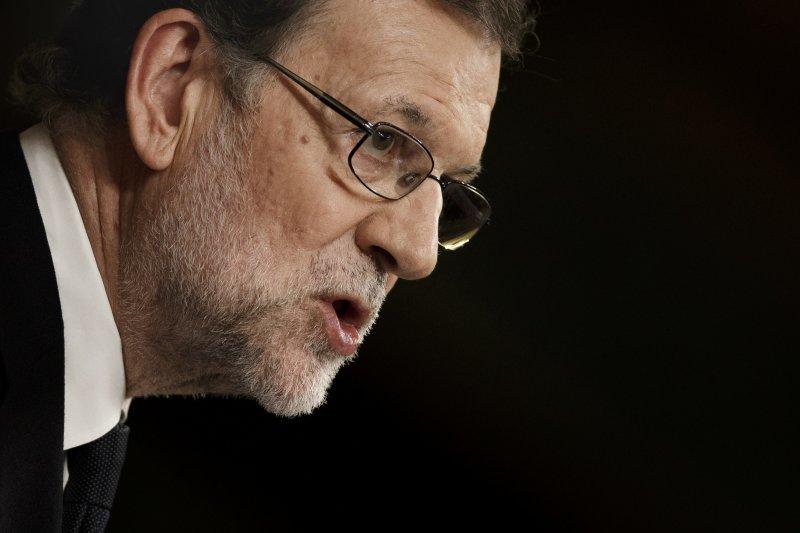 西班牙代理總理拉霍伊29日終於扶正,正式組成少數內閣。(美聯社)