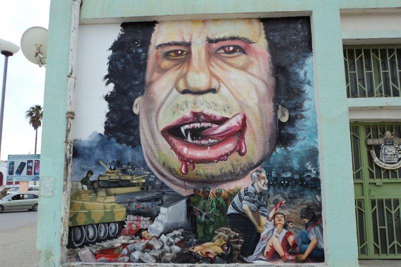利比亞內戰,格達費畫像(:ليبي_صح @Wikipedia / CC0)