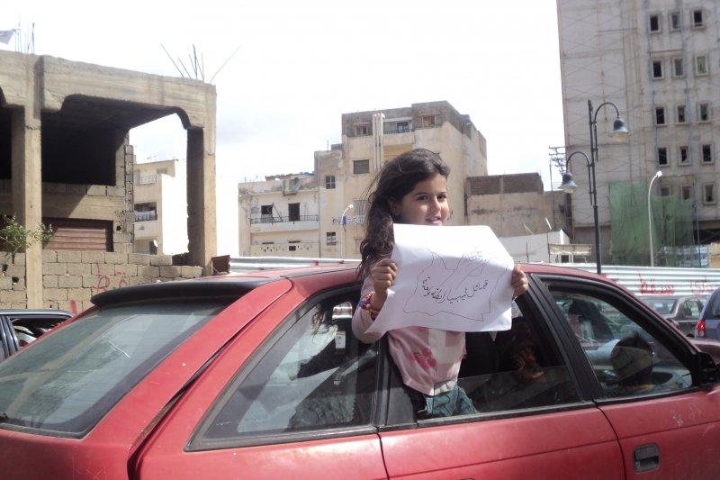 利比亞內戰,小女孩祈求團結(Wikipedia / Public Domain)