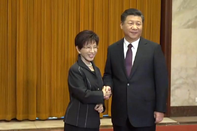 國民黨黨主席洪秀柱1日與中共總書記習近平會面。(取自洪秀柱臉書影片截圖)