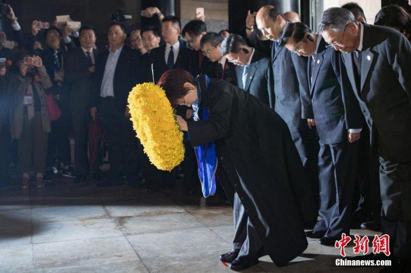 中國國民黨主席洪秀柱10月31日拜謁中山陵(中新網)