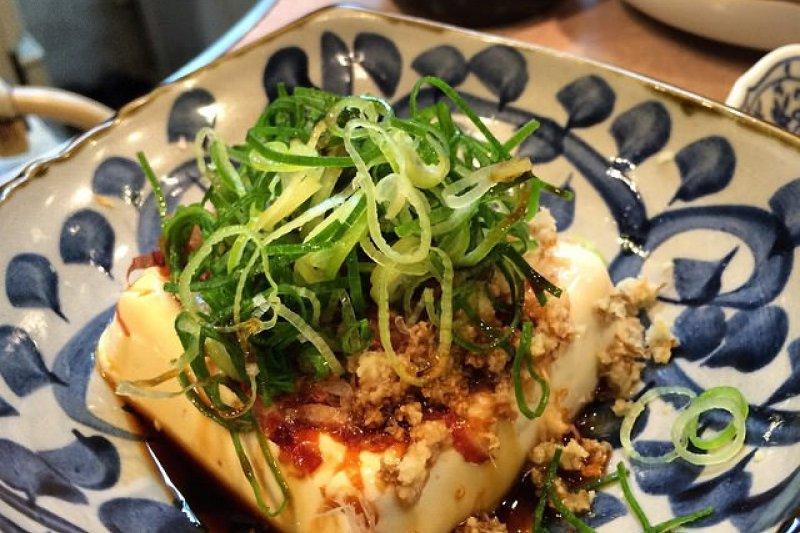冷豆腐加上蔥、生薑泥就能讓整體味道帶點嗆感!(圖/notdesign@flickr)