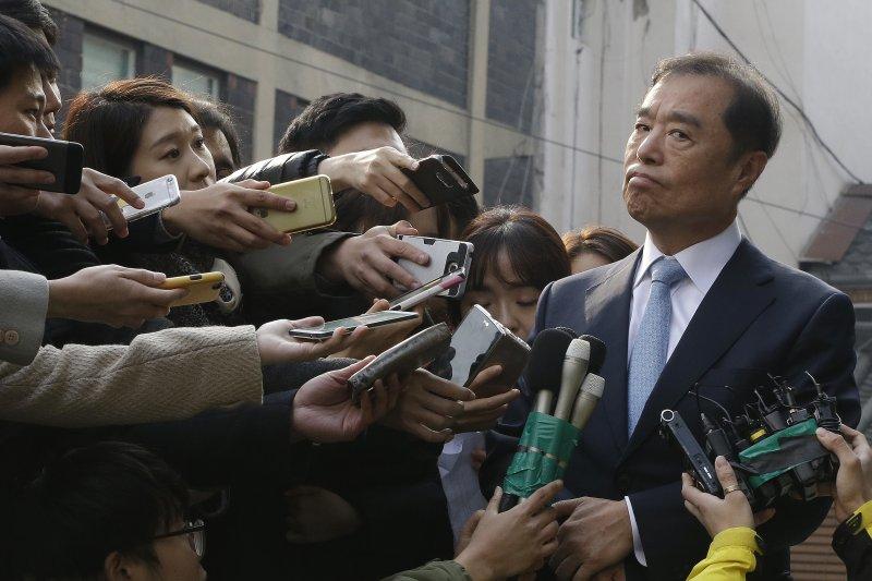 獲朴槿惠提名總理的金秉准接受媒體採訪。(美聯社)