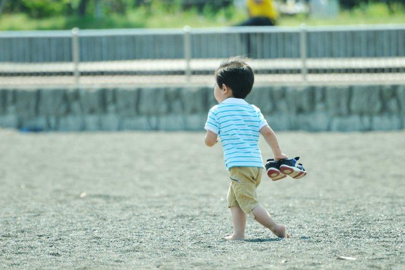 要培養自己的孩子成為媽寶,就是不斷的介入他的人生。(圖/ajari@flickr)