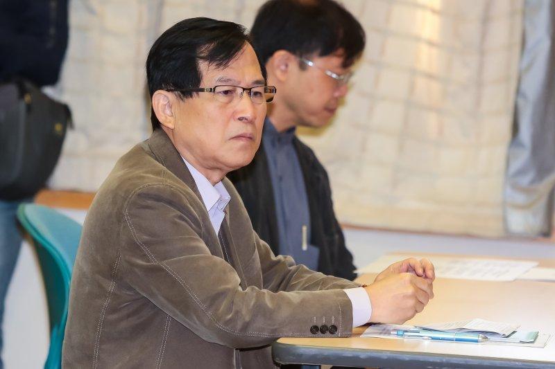 20161103-郭瑤琪先生彭光輝3日出席「民眾檢舉顏大和收受茶葉罐美金2萬元」記者會。(顏麟宇攝)