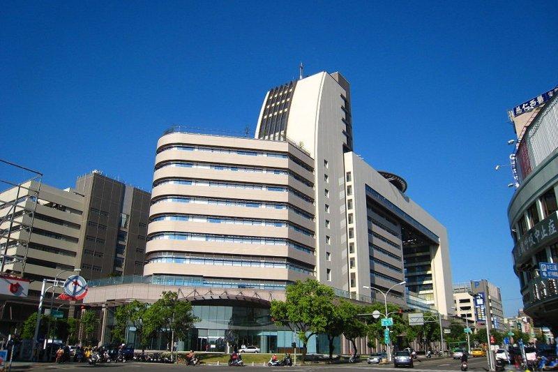 中國醫藥大學附設醫院傳向新進住院醫師收取1至3萬元不等的「履約保證金」。(資料照,中國醫藥大學附設醫院@wikipedia)