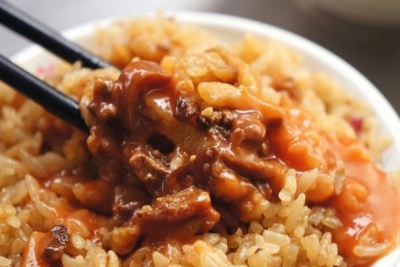 吃膩了白米飯,這時候來點香黏、有嚼勁的噴香油飯解解饞最適合不過了(圖/ 老K愛美食,OpenRice提供)