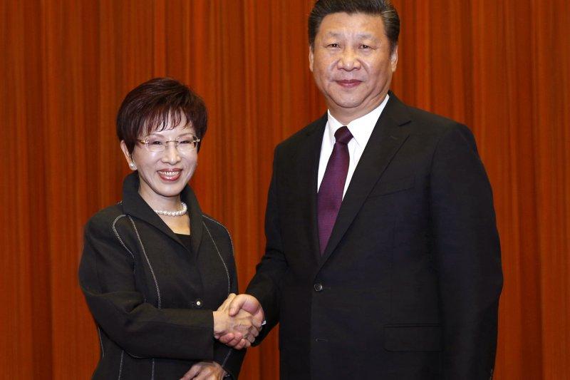 中國國民黨主席洪秀柱拜會中共總書記習近平,倡議「和平政綱」,搶得是只是少數民意?(AP)