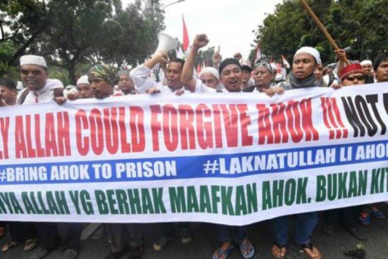 印尼雅加達穆斯林指責鐘萬學褻瀆伊斯蘭(BBC中文網)