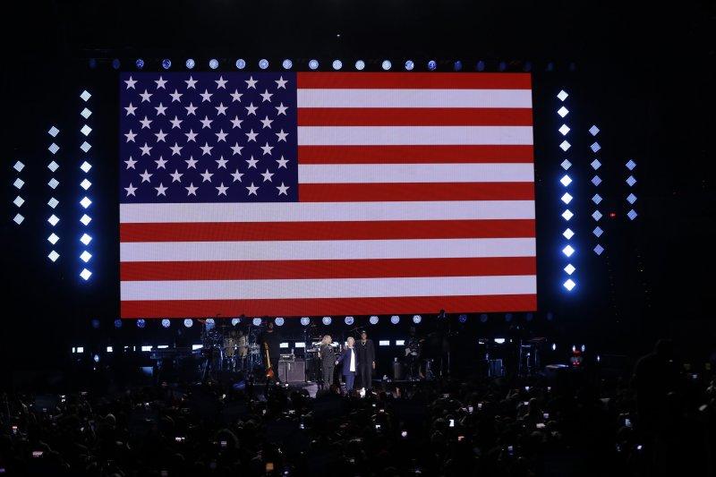 美國流行樂壇天后碧昂絲與饒舌歌手老公Jay-Z挺希拉蕊(AP)