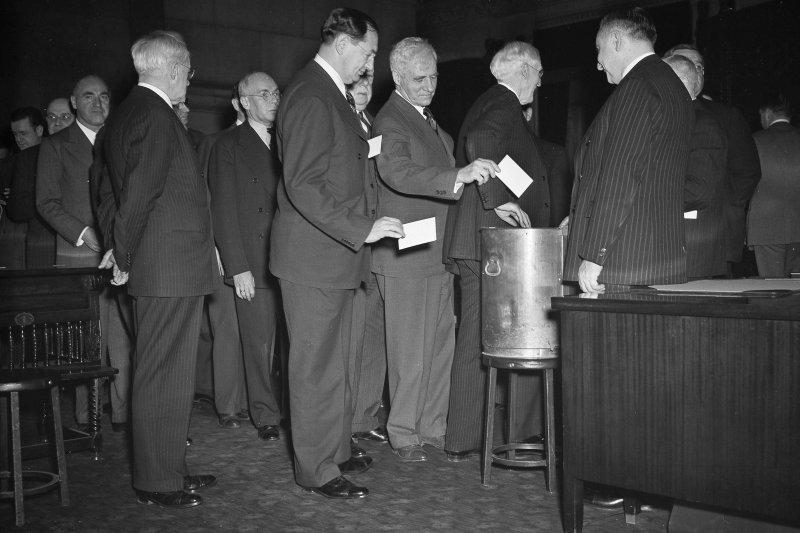 紐約州的選舉人團成員正在投下自己的寶貴選票。(美聯社)