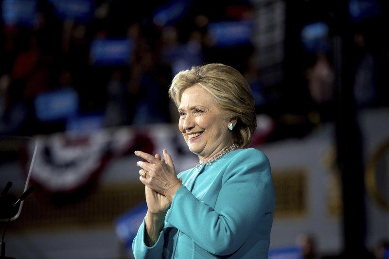 民主黨總統候選人希拉蕊和瑪丹娜、席琳狄翁和安潔莉娜裘莉都是遠親。(美聯社)