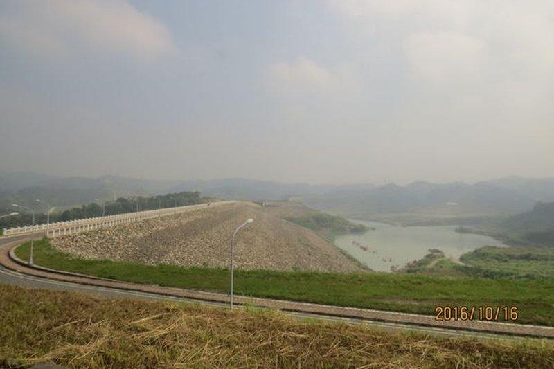 湖山水庫今年4月已蓄水,不劃設水質水量保護區已違反環評承諾(圖/張讚合提供)