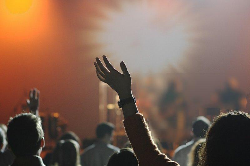 宗教狂熱,為何會演變成人性災難?(圖/Pixabay)