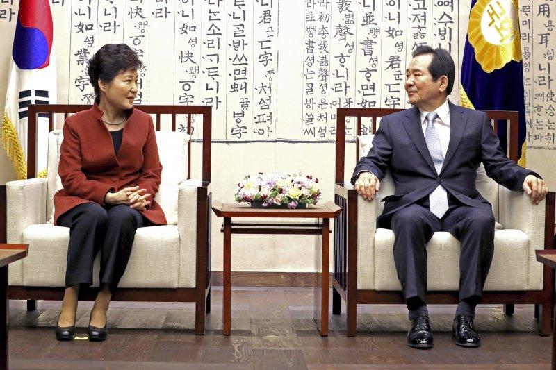 南韓總統朴槿惠8日會晤國會議長丁世均(AP)