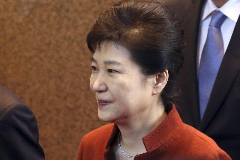 南韓總統朴槿惠深陷「閨蜜」崔順實干政、貪瀆的「親信門」醜聞風暴(AP)