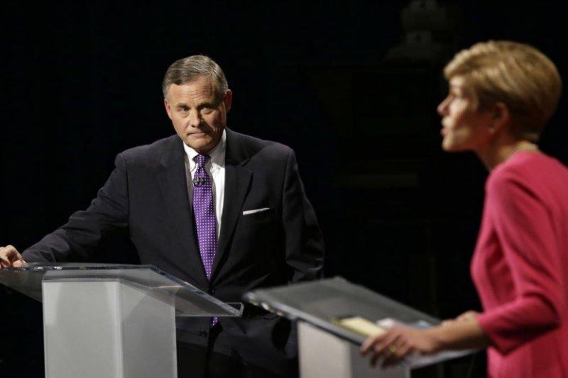北卡州現任共和黨籍國會參議員伯爾與民主黨挑戰者羅斯進行電視辯論。(圖/美國之音)