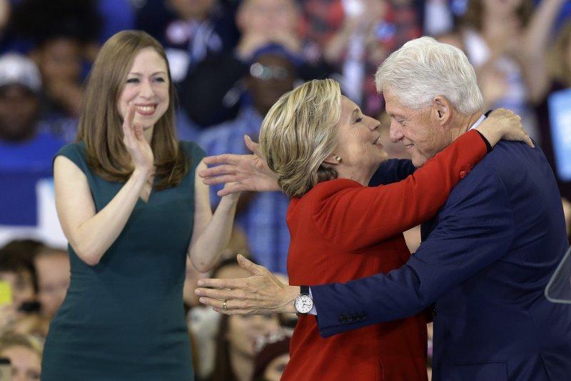 美國民主黨總統候選人希拉蕊於投票前1天在北卡羅來納州造勢(美聯社)