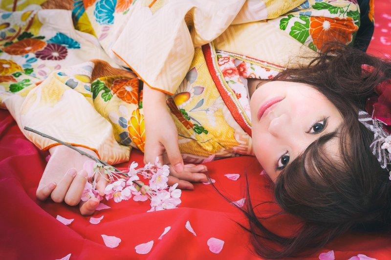 浴衣,或者更為正式的和服,是能讓日本人變身的裝扮。(圖/すしぱく@pakutaso)