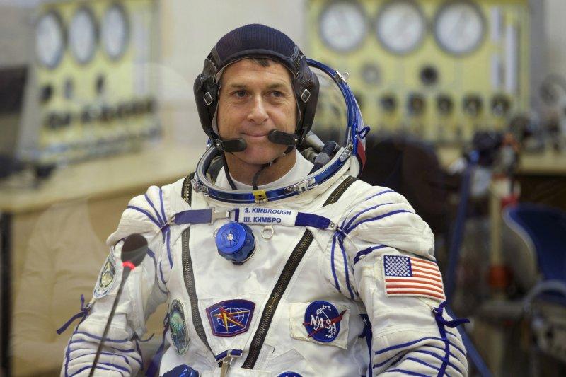 美國太空人金布拉夫,在天外400公里完成總統大選投票。(美聯社)