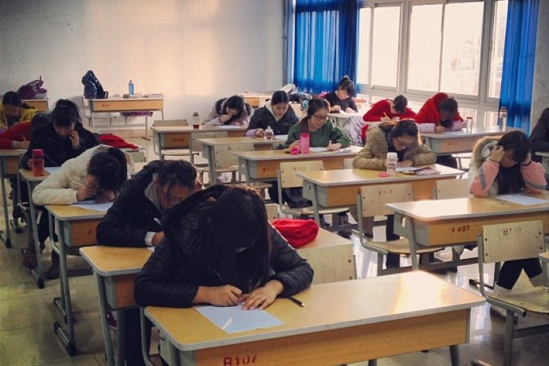 為別人出席課堂主要是為了「代簽到」。上課時間越長收費越高,上體育課還能代跑步。(圖/The Wu