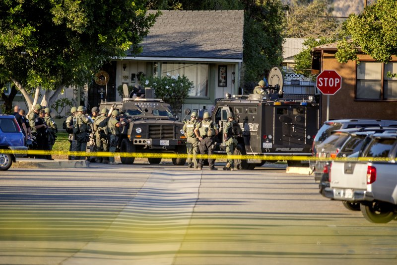 加州在大選日傳出槍擊案,美國當局不敢小覷,派出特種武器和戰術部隊(S.W.A.T)到現場處理。(美聯社)