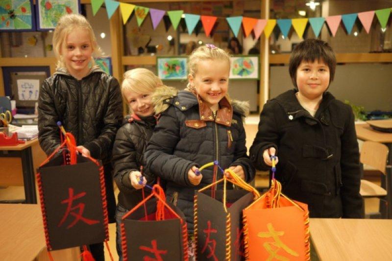 荷蘭燈籠節就像元宵節加萬聖節的組合。(圖/瘋荷日曆My Dutch LifeStyle)