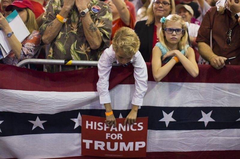 雖然川普曾批評墨裔非法移民都是「強暴犯」,還誓言在美墨邊境蓋起高牆,卻還是獲得29%的拉美裔選票。(美聯社)